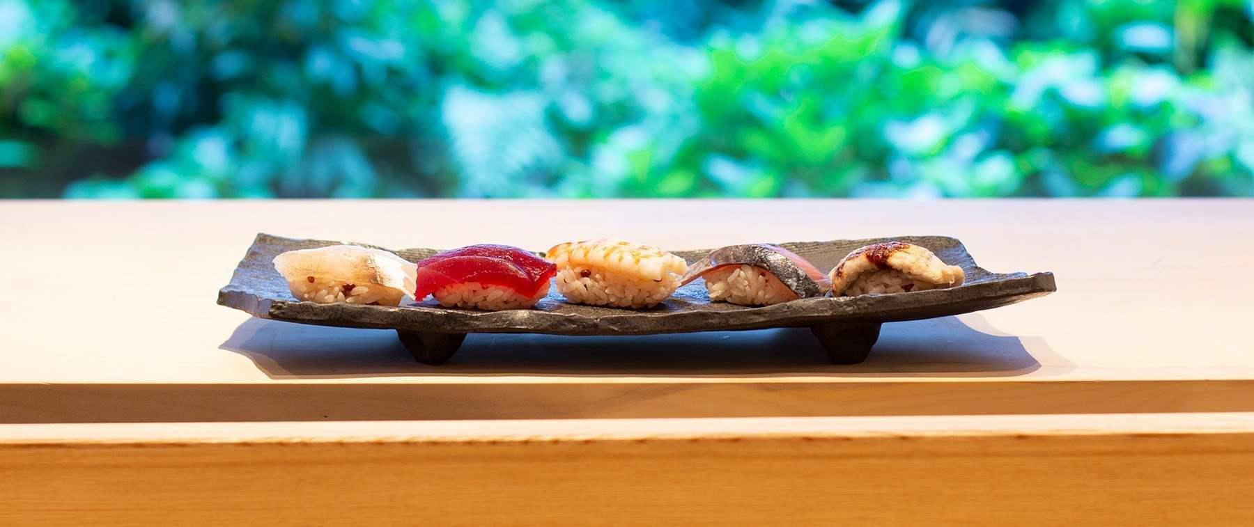 大阪のホテルならウェスティンホテル大阪へ。店内は、会席料理をご提供するテーブル席および個室を備え、割烹カウンターもございます。 さらに、鉄板焼、寿司、天婦羅カウンターの各コーナーに分かれております。 また、個室もご用意。結納やお顔合わせにもご利用いただけます。